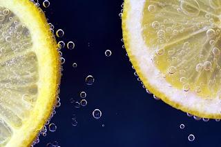 menghilangkan komedo dengan lemon
