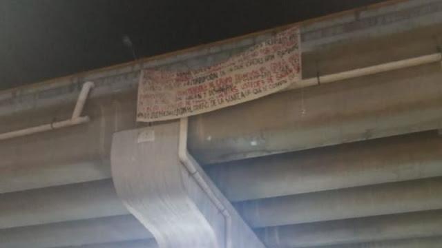 Narcomantas dirigidas directamente al Presidente Andres Manuel son colgadas en puente en Acapulco, Guerrero