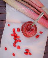 Confettura di rabarbaro, fragoline di bosco e fragole