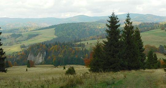 Stoki Wierchliczki. Z lewej Brysztańskie Skały.