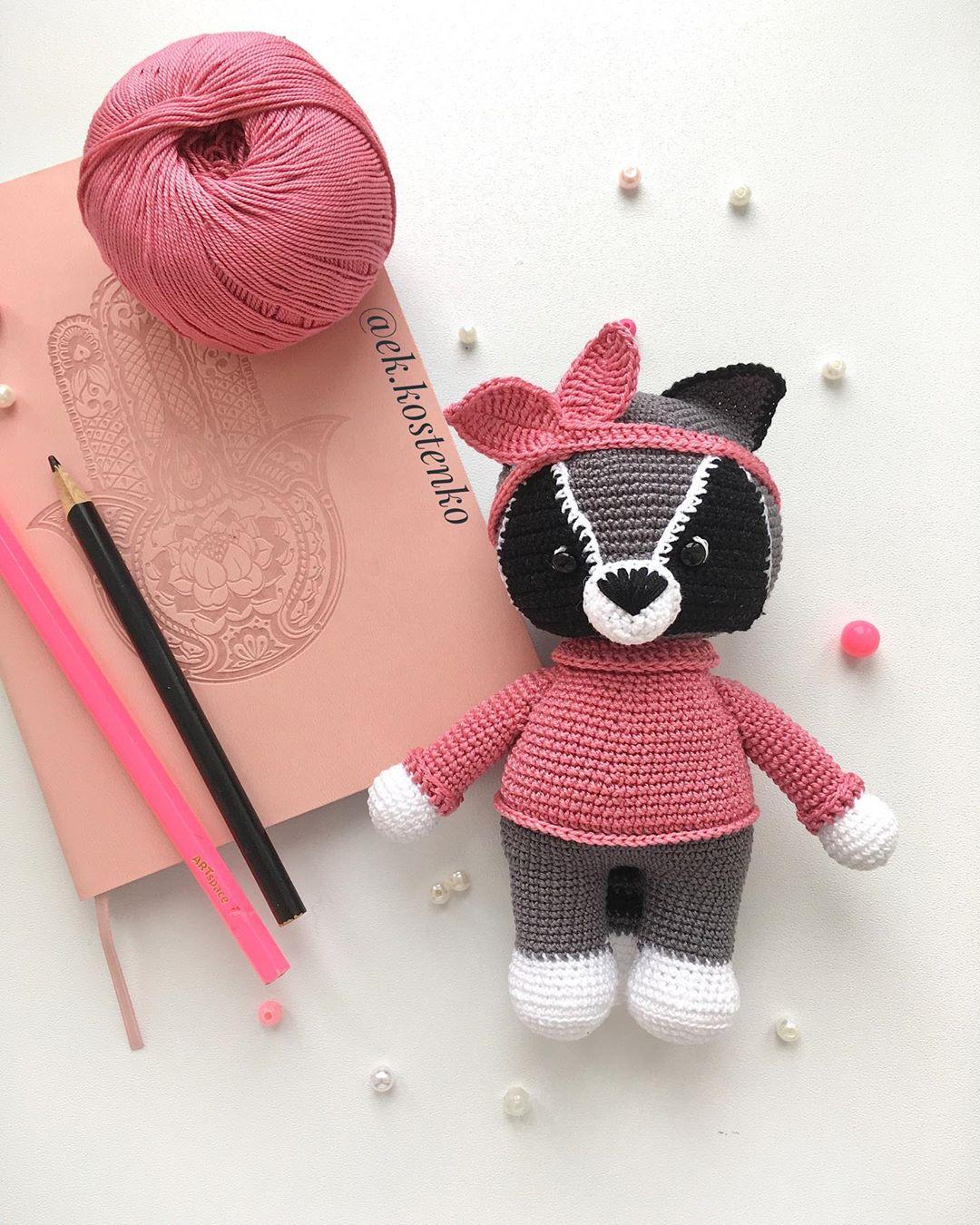 RITA THE RACCOON FREE AMIGURUMI PATTERN – CrochetIdeasFree | 1350x1080