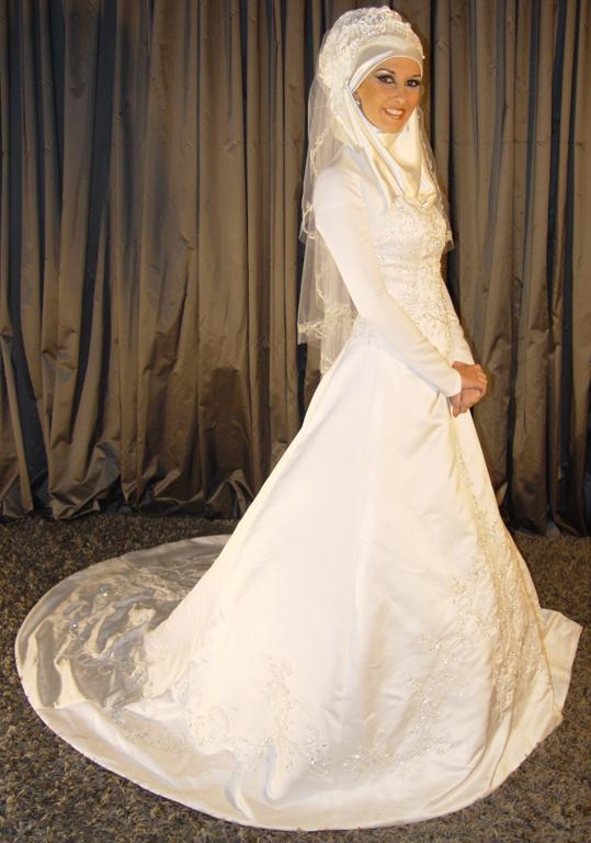 Robe de mariée blanche avec Hijab :