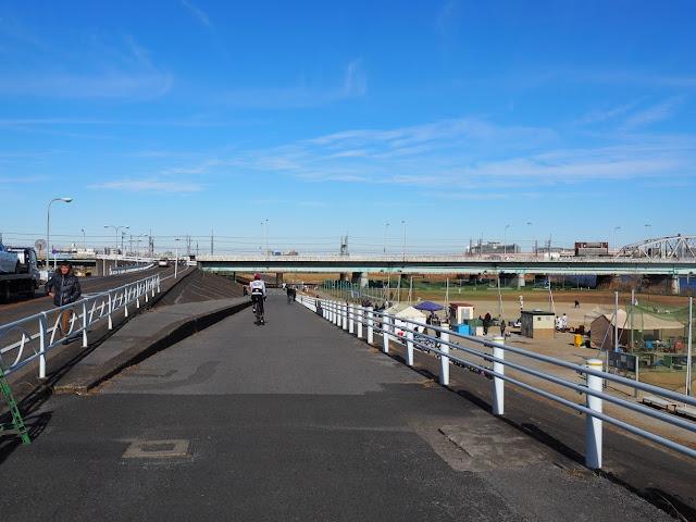 荒川自転車道 堀切橋と京成本線