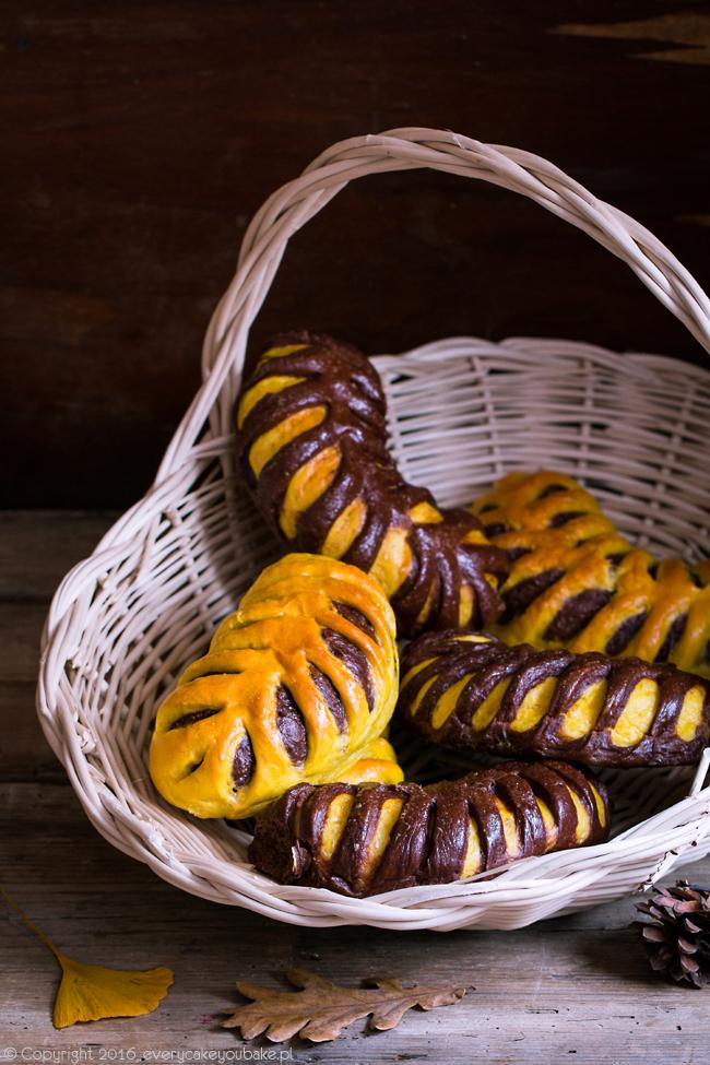 drożdżowe rogale dyniowo-czekoladowe dwukolorowe