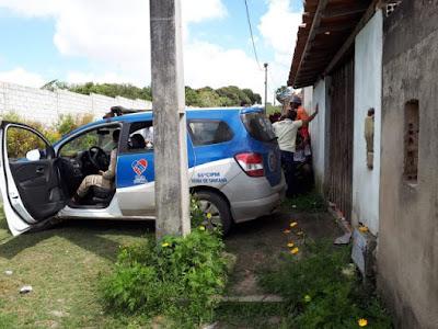 Mulher é encontrada morta dentro de casa em Feira de Santana
