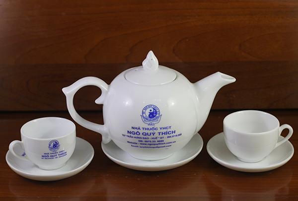 in logo lên bộ ấm chén trà