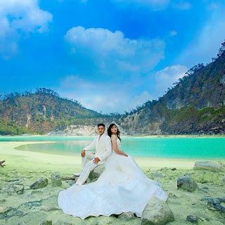Honeymoon di Kawah Putih