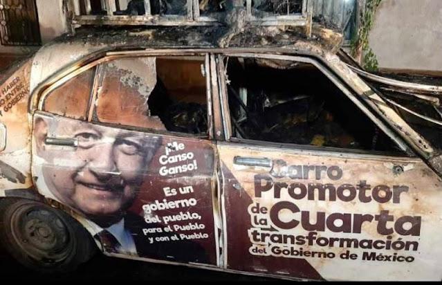 PRIANISTAS Queman Datsun 1975 con gasolina por estar rotulado con AMLO en Durango ¿Te parece justo?