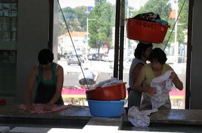 Lavadeiras no Lavadouro Público da Afurada