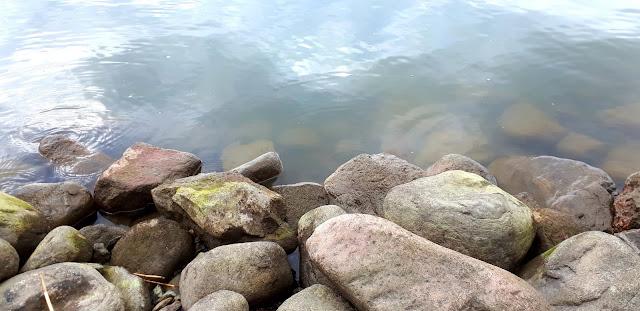 rantakivet, pienia toiveita, poikkeusarki, heijastus, ranta, kivet