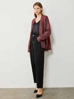 mom-jeans-and-cardigan
