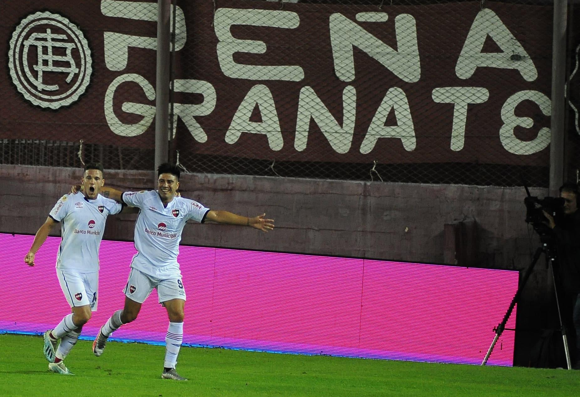 Newell's sorprendió a Lanús y celebró por primera vez en la Copa de la Liga