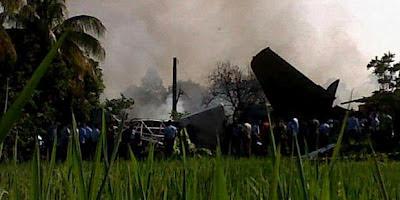 Foto Kecelakaan Pesawat Fokker 27 Jatuh 6 Orang Meninggal