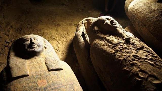 Hallan ataúdes intactos de 2500 años de antigüedad en Egipto