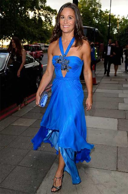 Pippa Middleton look vestido longo azul, irmã da Kate