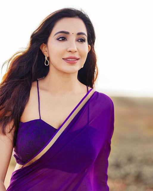Actress Parvati Nair Latest Photos in Blue Saree Actress Trend