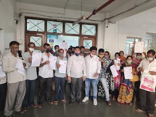 शिवसेना नगरसेविका स्नेहा पांडे के प्रयासों से आजाद नगर के 33 परिवारों को मिला मुफ्त आवास  | #NayaSaberaNetwork