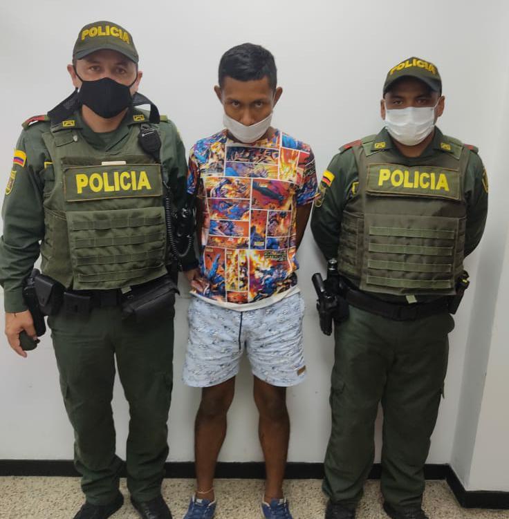 https://www.notasrosas.com/Por intento de Hurto y Porte de Municiones, capturan hombre en Riohacha