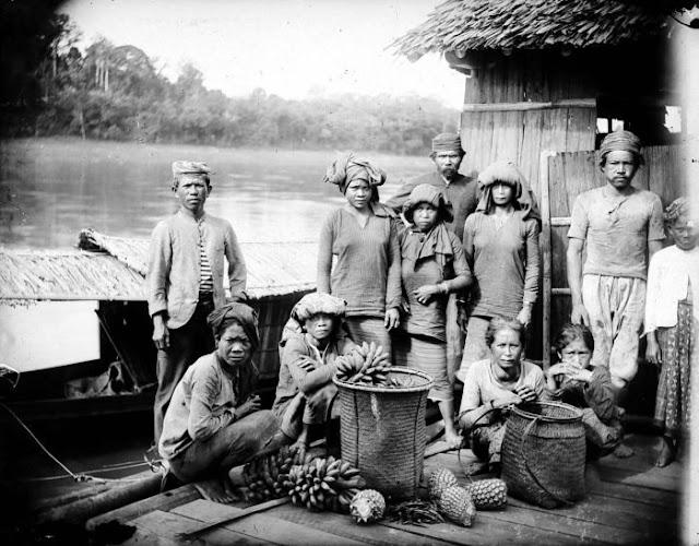 Suku Dayak, Masyarakat pedalaman