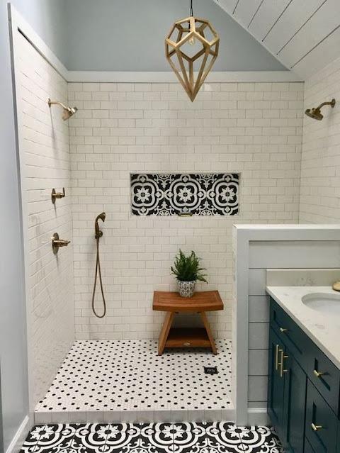banheiro com meia parede no box