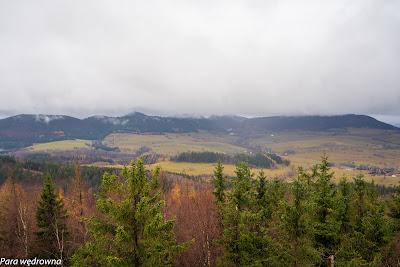 W centrum kadru Rybnica Leśna, powyżej Rybnicy kopalnia melafiru; najwyższy wierzchołek nieco z lewej - Waligóra (Góry Kamienne)