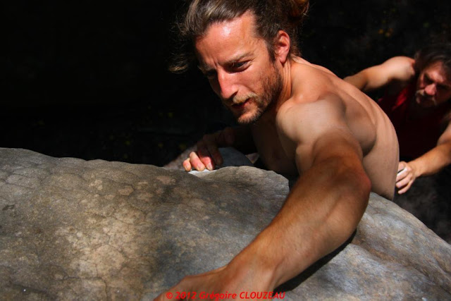 Guillaume sort du Surplomb Statique, 6B, Isatis, (C) 2012 Greg Clouzeau