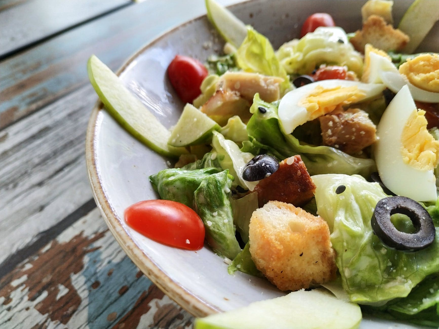 How to make pineapple salad and lettuce