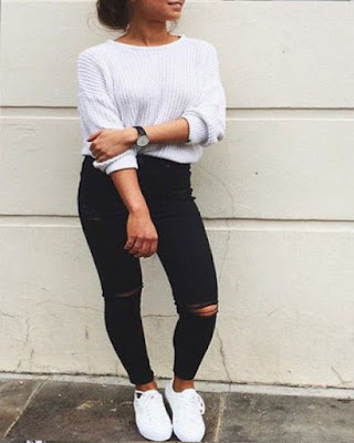 outfit casual con tenis blancos