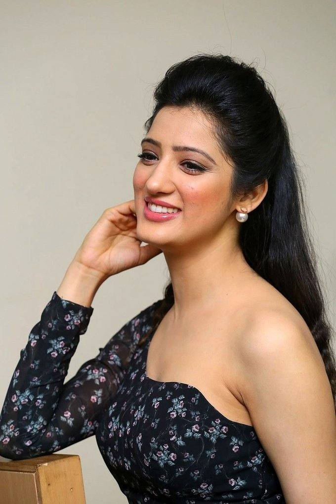 Glamorous Lucknow Girl Richa Panai Long Hair Photos In Black Dress