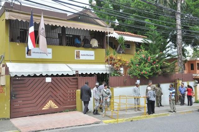 Fiscalía SDO solicita prisión preventiva contra empleada de la JCE acusada de robo
