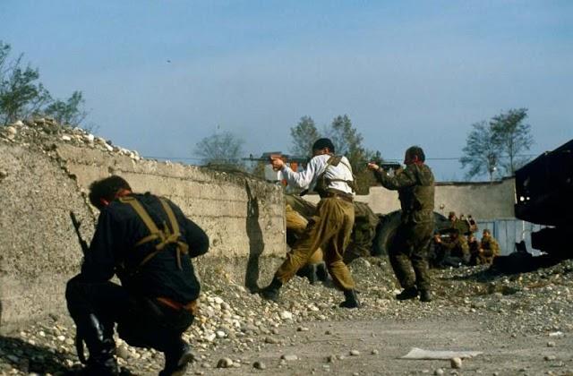 Пара фото с боев в Очамчирском районе в конце сентября 1993 года