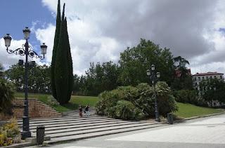 La escalinata de uno de los accesos al parque de la Montaña.