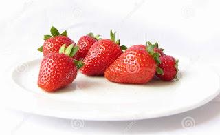 """<img src=""""porcion-de-fresas.jpg"""" alt=""""comer solo una porción de fresas al desayuno"""">"""