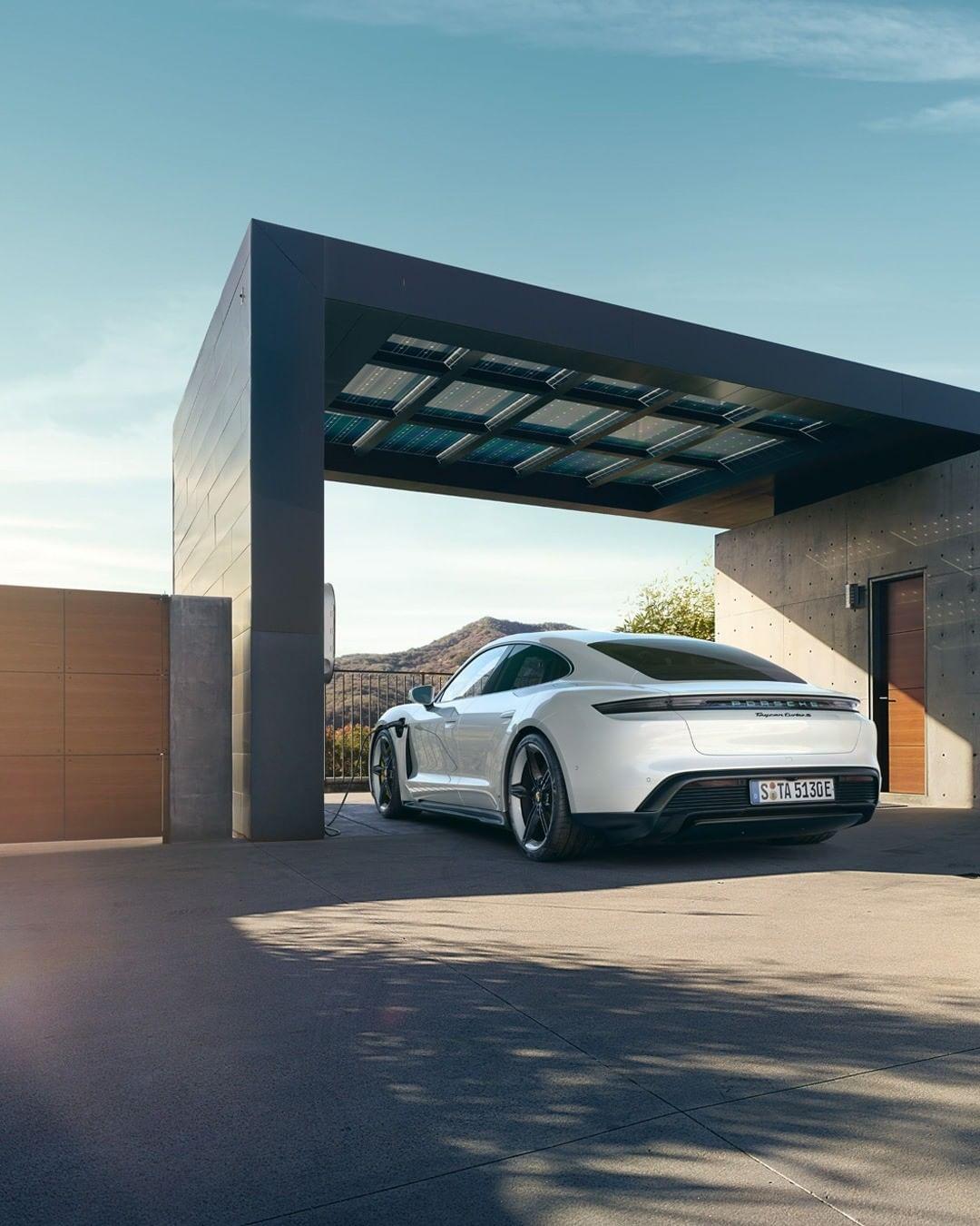 Porsche Taycan 2020, mobil listrik berperforma 751HP dirilis