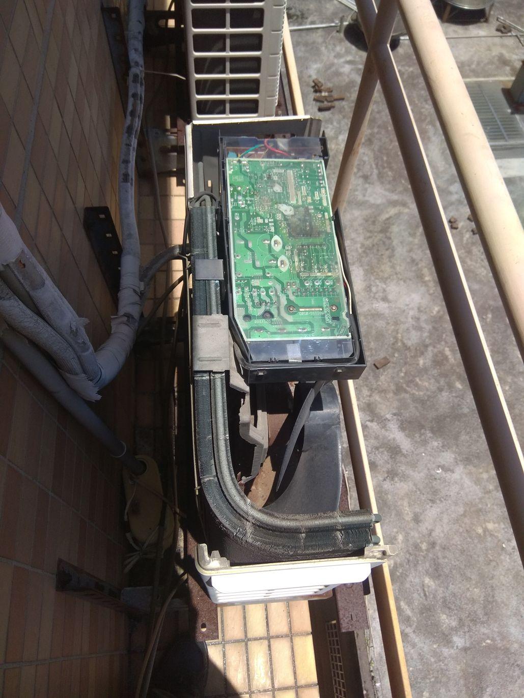高動維修: 大金 分離式變頻冷氣 RXE35BVMT 閃燈故障 E5