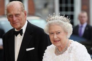 """Rainha Elizabeth II terá que """"esperar na fila"""" para tomar vacina da Covid-19"""