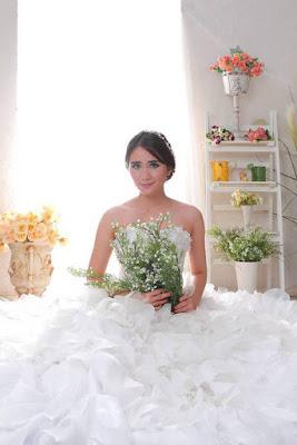 Artis FTV Ryana Dea Maharani cantik dengan gaun pengantin berwaran putih