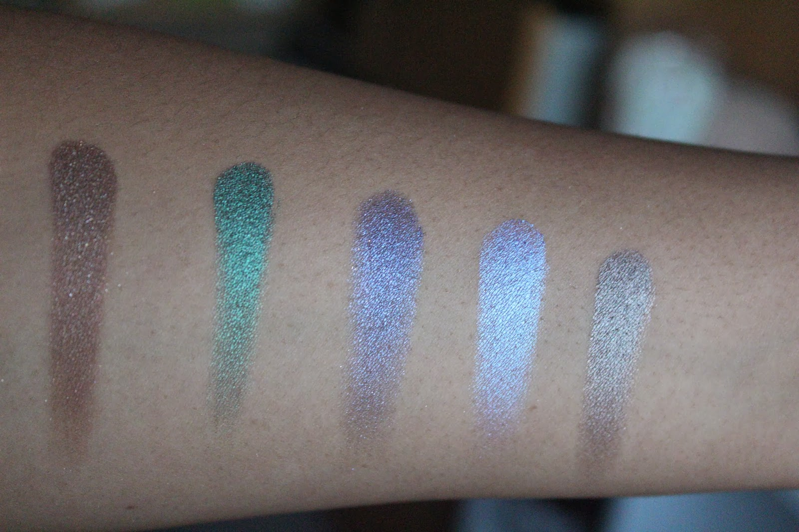 Urban Decay Vice 2 Swatches; Radar, Damaged, Voodoo, Betrayal & Derailed