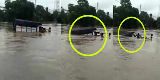 SEHORE: देखते ही देखते उफनते रपटे में समा गई पिकअप, ग्रामीणों ने ड्राइवर को रेस्क्यू किया (VIDEO)