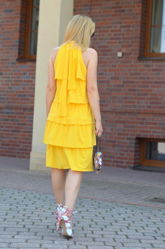 Żółta sukienka w falbany Yellow frill dress