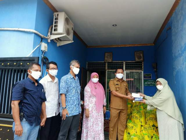 Sambut Ramadhan, Yayasan Rumah Cinta Qur'an Bagikan Sembako Untuk Dhuafa Dan Yatim >> https://www.onlinepantura.com/2020/04/sambut-ramadhan-yayasan-rumah-cinta.html