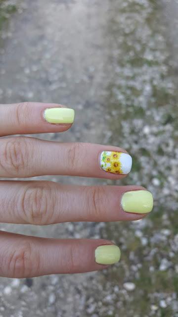 Wiosenne paznokcie z letnimi słonecznikami