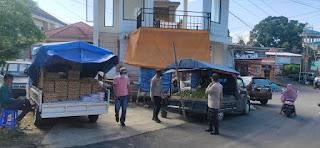 Anggota Polsek Alla Polres Enrekang Terus Meningkatkan Patroli 5M Di Pasar Sudu