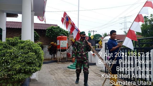 Dalam Rangka Menyambut HUT RI Ke-76, Personel Jajaran Kodim 0208/Asahan Laksanakan Pemasangan Umbul-umbul