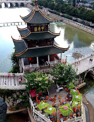 หอเจี่ยซิ่ว (Jiaxiu Tower: 甲秀楼) @ www.xinhuanet.com