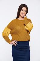 Pulover galben casual tricotat cu maneca lunga cu insertii cu blana ecologica •