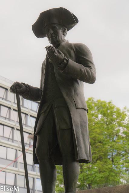 Statue de Magloire ressemblant étrangement à Jean-Jacques