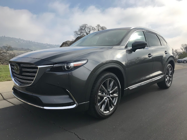 Front 3/4 view of 2020 Mazda CX-9 Signature AWD