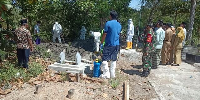 Babinsa Bungo Dampingi Pemakaman Warga Dengan Status Probable Covid-19