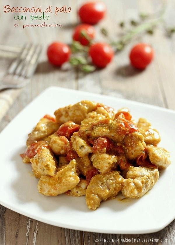 Bocconcini di pollo con pesto e pomodorini
